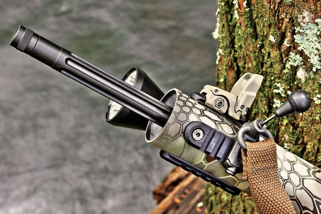 Low-profiLe raiL sections can be boLted onto the Lightweight composite handguard at 12, 3, 6 and 9 o'cLock at the front.
